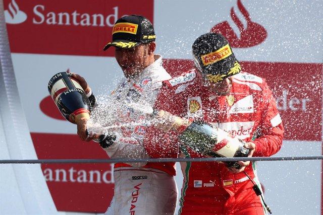 Hamilton y Alonso en el podio de Monza