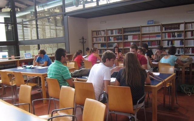 Alumnos De Selectividad En La Universidad