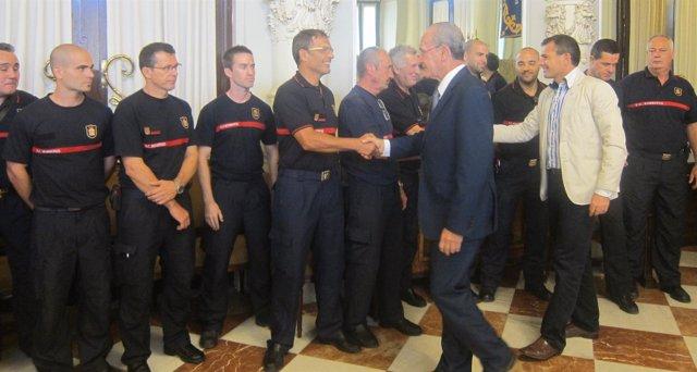 De la Torre y Andrade reciben a los bomberos