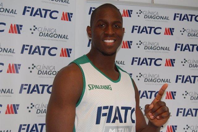 El Jugador Del FIATC Joventut Moses Ehambe