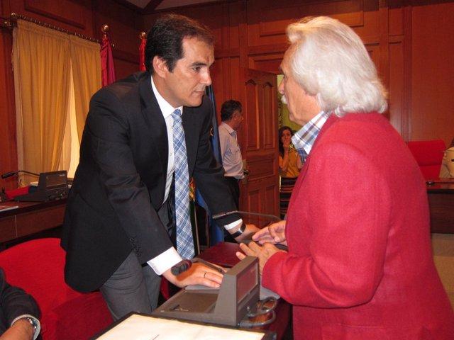 Rafael Gómez Habla Con José Antonio Nieto Antes Del Pleno