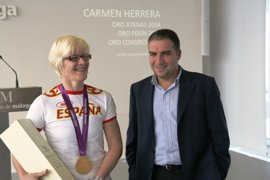 Bendodo pone como ejemplo de superación y éxito a la deportista paralímpica Carmen Herrera