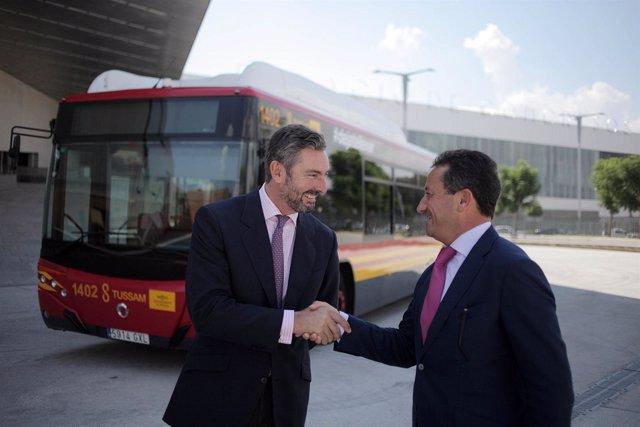 Los gerentes de Tussam, Manuel Torreglosa, y Fibes, Gaspar Sáez