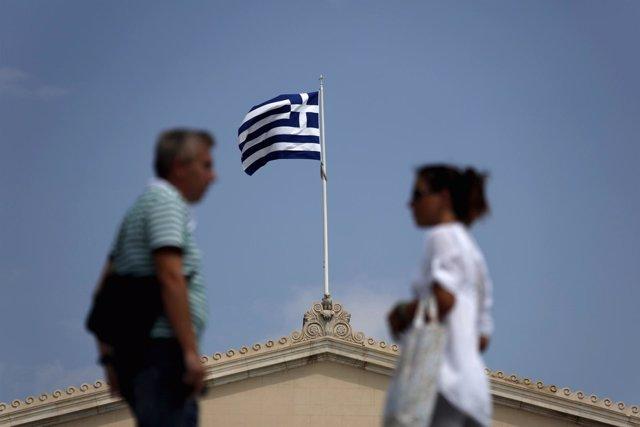 Bandera de Grecia sobre un edificio