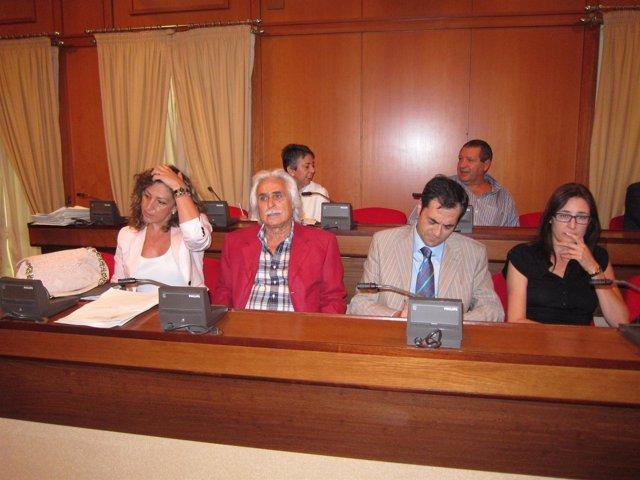 Concejales De UCOR Al Frente Con Rafael Gómez Y Carlos Baquerín En El Centro