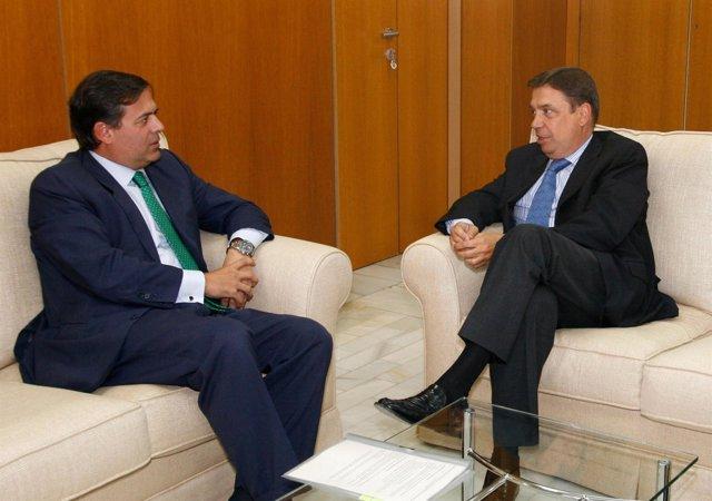 Ramos De Armas Y Luis Planas, En Una Reunión