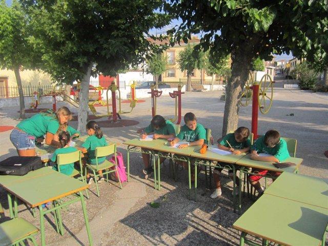 Alumnos de Garciutum en el parque del pueblo