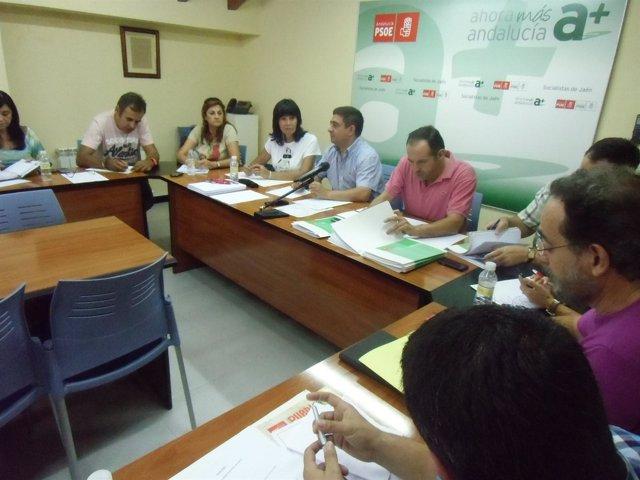 Reyes, En El Centro, Durante La Reunión De La Ejecutiva Provincial Del PSOE.