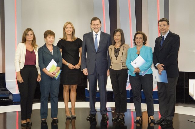 Rajoy con los periodistas en su primera entrevista a TVE como presidente