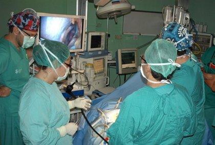 El Hospital General de Valencia aplica una nueva técnica que permite realizar cirugía sin que deje cicatriz