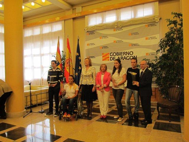Rudi y Serrat reciben a los olimpistas aragoneses.