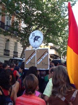 Miembros del sindicato CGT se manifiestan en Madrid