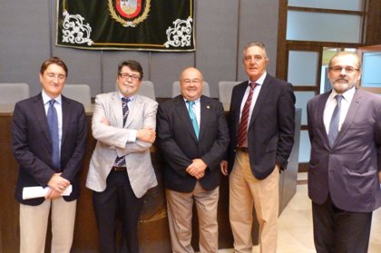 Cantabria.-El catedrático Javier León, al frente del Instituto de Biomedicina y Biotecnología de la UC