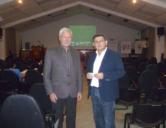 Juan Roldán, junto al profesor Gemot Monke