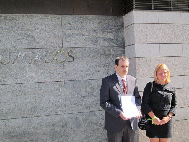 Representantes Del Pacma Presentan Su Escrito En Los Juzgados De Valladolid