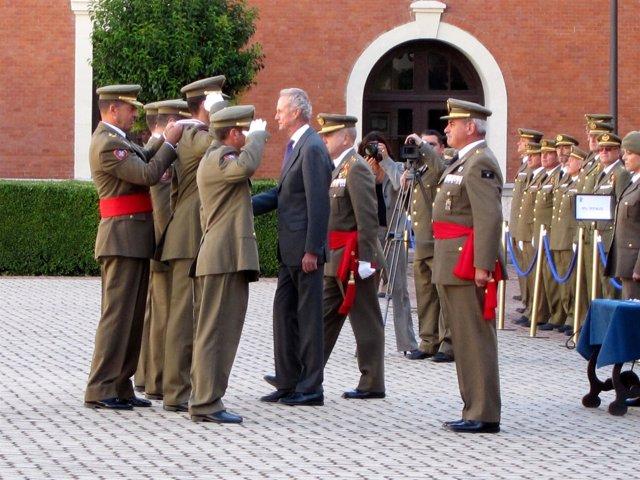 El ministro, durante la imposición de condecoraciones en Valladolid.