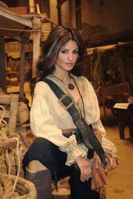 La actriz Mónica Cruz vestida de pirata en Águila Roja