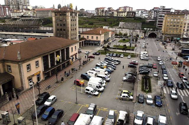 Plaza de Estaciones de Renfe y Feve