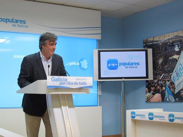 El coordinador del programa electoral del PPdeG, Pedro Puy, en rueda de prensa
