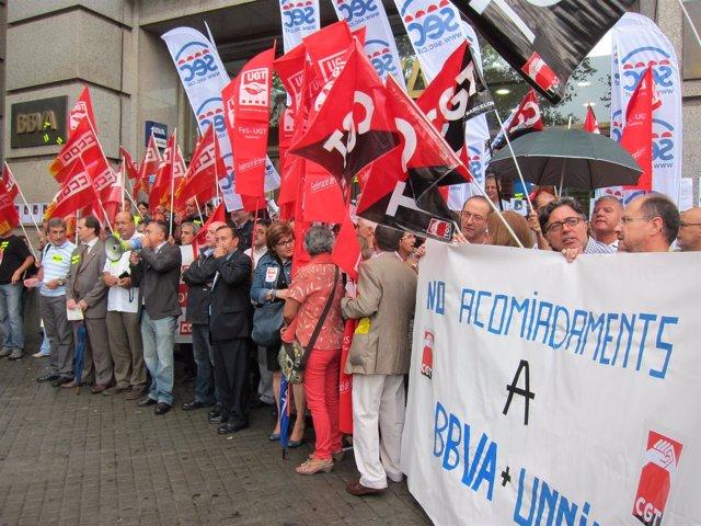 Concentración en BBVA de Barcelona contra despidos en Unnim
