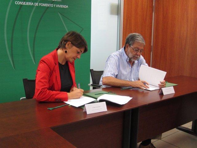 Elena Cortes Y Francisco Toscano Firman El Acuerdo, Hoy En Sevilla.