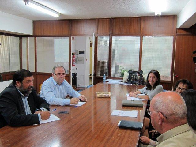 Xosé Sánchez Bugallo y Francisco Caamaño (PSOE) con UGT y CC.OO. De Santiago