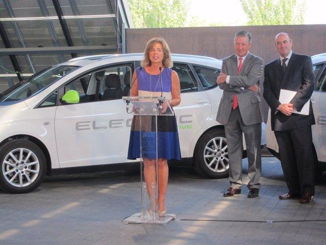La alcaldesa de Madrid, Ana Botella, y el vicepresidente de SEAT Ramón Paredes.