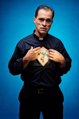 El Actor Gregor Acuña Caracterizado Como 'Gran Inquisidor'