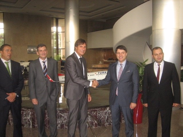 Reunión en Estambul de Caneda