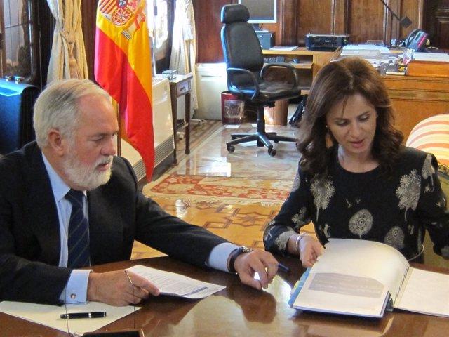 Arias Cañete Junto A Silvia Clemente