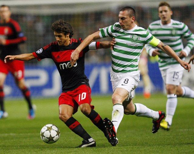 El argentino Aimar ante el Celtic