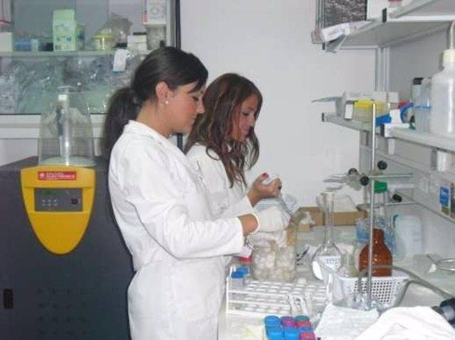 Investigadoras En El Laboratorio.