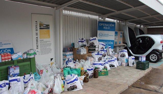 Los trabajadores de Renault donan comida al Banco de Alimentos de Sevilla