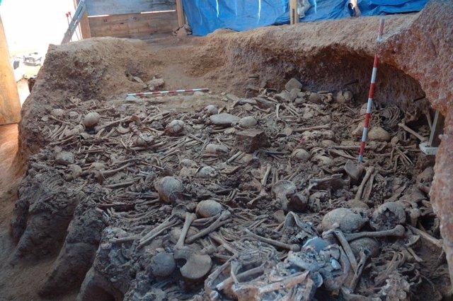 Hipogeo de inhumación del neolítico final hallado en las obras del AVE