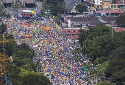 Capriles insta a los venezolanos a derrotar a los violentos en las urnas
