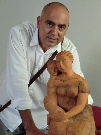 Canarias.- El padre de una paciente del Materno Infantil de Gran Canaria agradece el trato dado donando una escultura