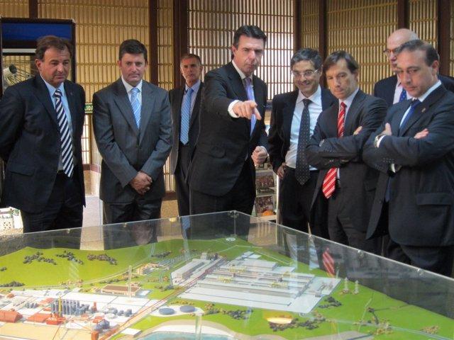 El ministro de Industria en la planta luguesa de Alcoa