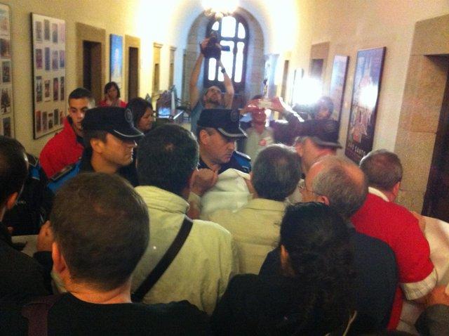 Concentració de funcionarios en el Ayuntamiento de Santiago