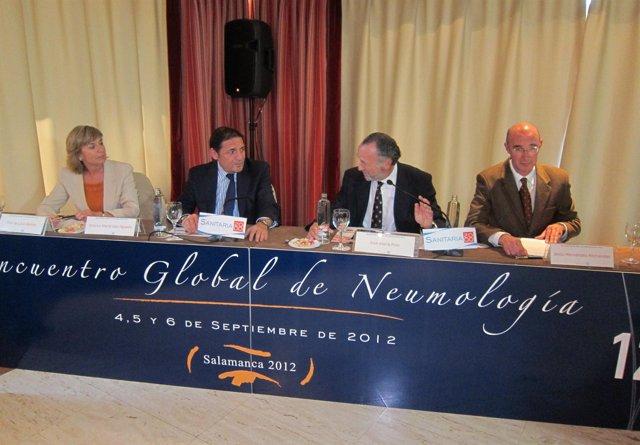 El consejero en la mesa inaugural del XII Encuentro Global de Neumología.