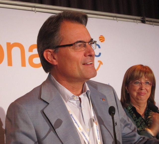 Artur Mas Con La Consellera Irene Rigau