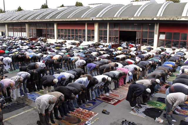 Musulmanes Rezando En Francia