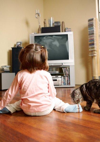 Los niños menores de tres años no deberían ver televisión, según un estudio