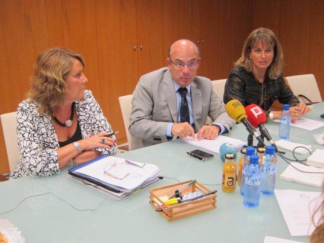 Secretaria del consejo, P.Mampel; vicedecano, R.Daví y miembro Junta, M.Montal