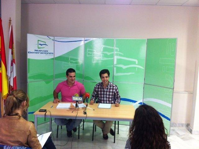 Eduardo Carazo (drcha) presenta la campaña