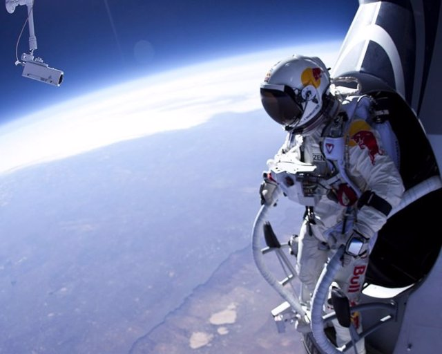 El salto supersónico de Baumgartner se retrasa