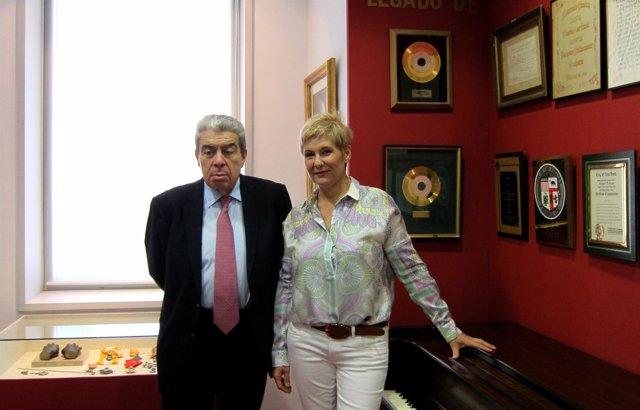 La Soprano Isabel Rey Junto Al Subdirector Musical Del Palau Ramón Almazán
