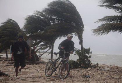 El huracán 'Paul' se acerca a la península de Baja California