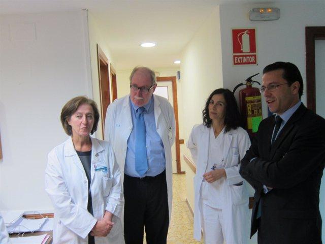 Lasquetty durante una visita al Hospital de La Paz