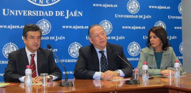 Rebollo junto al decano de la Facultad de Ciencias Sociales y Jurídicas de Jaén