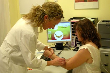 """La dermatoscopia y la microscopía confocal permiten """"ahorrar muchas biopsias"""" en la detección del cáncer de piel"""